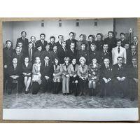 Фото делегации белорусских олимпийцев, тренеров и спортивных чиновников . Олимпиада 1976 г. Монреаль. На фото Шарий, Корбут, Сидяк, Белова и другие. 17,5х24 см.