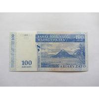 Мадагаскар, 100 ариари , 2004 г.