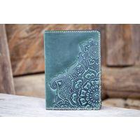 Зеленая кожаная обложка на паспорт Восточный Сад
