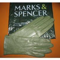 Перчатки из натуральной кожи Marks&Spencer (Англия), размер L (на средней ширины ладонь)   Куплены в фирменном магазине Marks&Spencer. Ни разу не одевались. Цвет оливковый