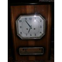 Часы настенные Янтарь с боем.