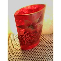 Красивая ваза из толстого стекла