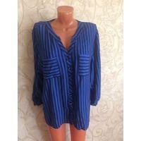 Рубашка насыщенно синего цвета в темную полоску на 52-54 размер. Смотрится очень хорошо на фигурке, визуально ее вытягивает. Мягкая и приятная на ощупь ткань.