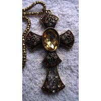 Крест ожурный с кристаллом. распродажа