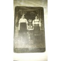 Фото двух сестриц соответственно с дочкой и племянницей.
