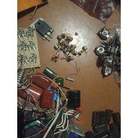 Радиодетали ,микросхемы, резисторы, моторчики, пасеки, ферритовые кольца