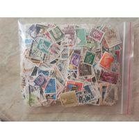 Большой лот марок разных стран мира.
