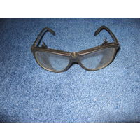 Очки защитные для газонокосилки