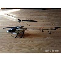 Модель большого радиоуправляемого  вертолёта с дефектами.