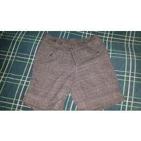 Женские шорты. 44 размер. Серого цвета в клетку.Застежка на 1 пуговице и замке