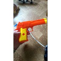 Пистолет детский. Целый.