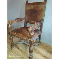 Старинное кресло трон. 19 век . Дуб. Кожа.