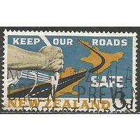 Новая Зеландия. Безопасность дорожного движения на фоне карты. 1963г. Mi#432.