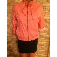 Стильная, классная куртка Bershka персикового цвета размер L (44-46). Длина61см, ПОгруди51см, рукав регулируется. Куртка просто отпадная