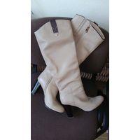 Обалденные кожаные сапоги деми, цвет - кофе с молоком, высота голенища 44,5 см, р-р 39.