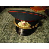 Фуражка офицерская парадная, образца 1969 года, околышек - шерсть. Без торга.