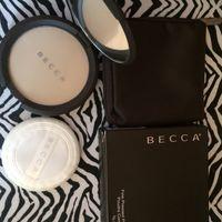 Becca пудра с косметичкой, Seasame