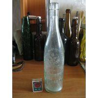 Большая красивая старинная пивная бутылка завода Калинкина в Санкт-Петербурге. Россия, конец 19 начало 20 века.