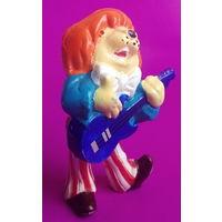 """Киндер. Собака с гитарой из """" Ну, Погоди"""". 195."""