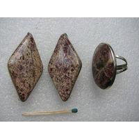 Комплект из яшмы. Серёжки и кольцо из натурального камня
