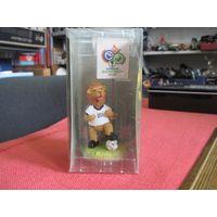 Сувенир-талисман чемпионата мира по футболу-2006 в упаковке.