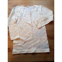 Блуза кремового цвета на девочку-подростка, длина 50 см, ПО груди 32 см, длина рукава 40 см. Хорошее состояние.