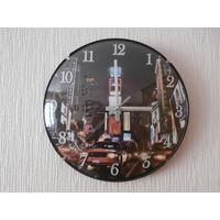 Часы настенные кварцевые Ночной город Германия диаметр 30 см. Часовой механизм Rohs Германия.