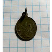 Медальон католический маленький.