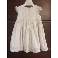 Нежное хлопковое платье на рост 74-80 см. Белого цвета, длина 45 см, ПОгруди до 26 см. На подкладке, сзади застегивается на пуговичках.