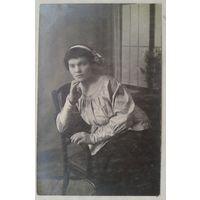 Фото девушки для Тины Виноградовой. 1930-е. 9х14 см.  (Из фотографий семьи Виноградовых)