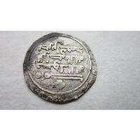 Монета арабского халифата. 320г. Династия Аббасидов. Дирхем. Самарканд. Серебро.