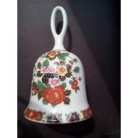 Колокольчик фарфоровый с вазоном с цветами. Англия