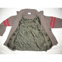 Куртка на мальчика Pocopiano на синтепоне (деми) рост 116, коричневая с красными полосами, длина по спинке от ворота 52 см, расстояние между плечевыми швами 38 см, между подмышками 46,5, длина рукава