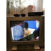 Телевизор Панасоник 37 см, цифровая приставка, антенна