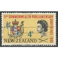 Новая Зеландия. Годовщина Содружества. Герб. 1965г. Mi#446.