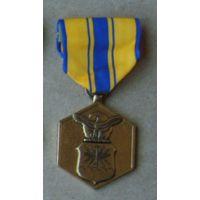 """Медаль ВВС США """"За военные заслуги""""."""