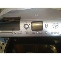 Профессиональный фотопринтер HP Photosmart 8153. Возможность использования без подключения к компьютеру,на принтере возможно делать всю необходимую обработку фото,есть цветной дисплей.Наилучшее качест