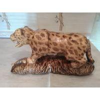 Леопард из дерева