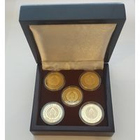 Футляр для 5 монет (50 руб., Au) d 30.00 mm деревянный