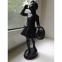 """Касли 1964 статуэтка """"Девочка заблудилась в лесу"""""""