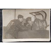 Фото летчиков 136 гвардейского штурмового авиационного полка. Барановичи. 1945 г. 6х8 см.