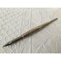 Старенькая  ручка перо, перьевая ручка. Серебро