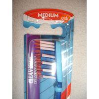 Зубная щетка Aquafresh средней жесткости