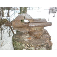 Тиски большие тяжёлые (12,2 см. губки).