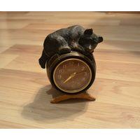 Часы Молния СССР.Медведь на бочке.На ходу.