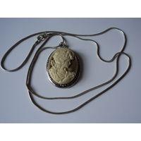 "Кулон подвеска на цепочке "" Камея"" Винтаж. Покрытие серебро.4,5х3,5 см"