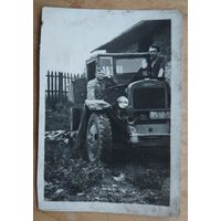 Фото с автомобилем. Брест 1946 г.  6х9 см