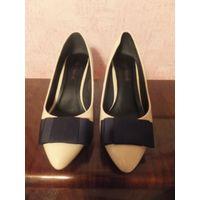 Классные туфли на 38-38,5 размер, очень нежные и игривые на невысоком удобном каблучке