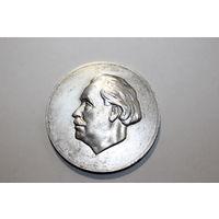 Настольная, памятная медаль ГЕОРГИ ДИМИТРОВ 1882-1949 года, тяжёлый металл.