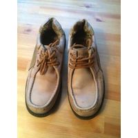 Мужские ботинки из нат. кожи 41 размера. Толстая подошва. Хорошо бу, нуждаются в креме для обуви. Немного потерты внутри над пяткой. В общем, соответственно цене.